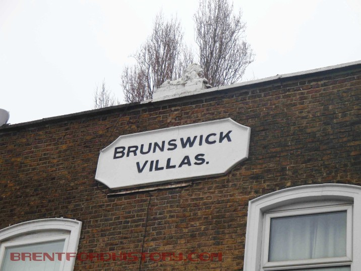 Brunswick Villas, plaque and lion