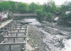 Spillway at very low tide